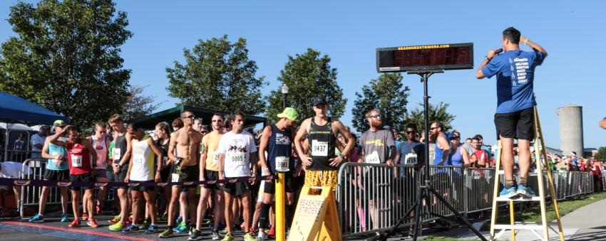 Starting line of Dogfish Dash - 8K road race